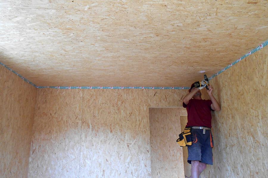 Потолок из ОСБ плит: монтаж и отделка своими руками
