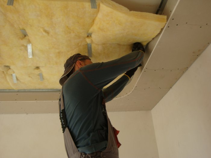 Как и чем сделать шумоизоляцию потолка в квартире