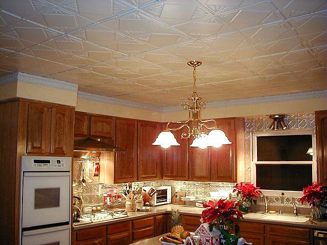 Потолок ремонт на кухне своими руками 65