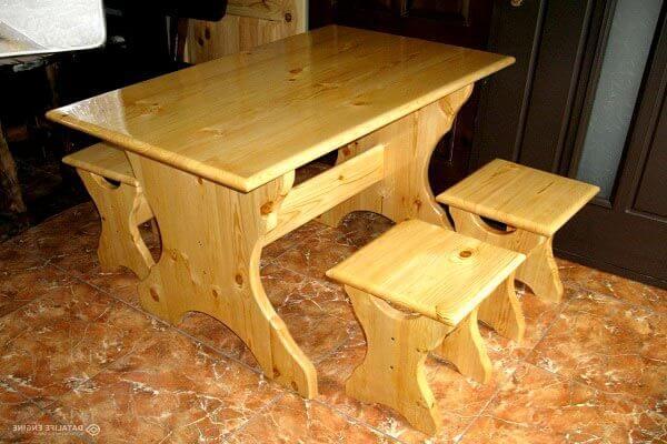Беседка с деревянным столом фото