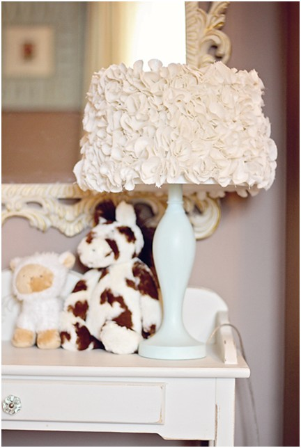 Романтическая настольная лампа