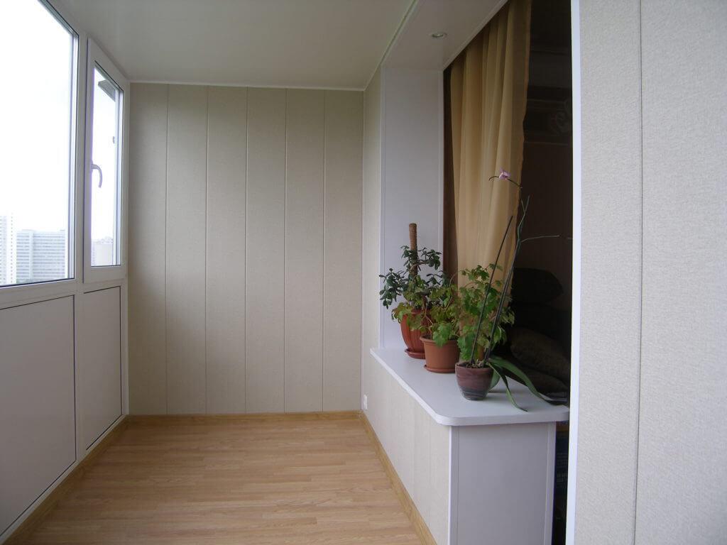 Отделка балкона ПВХ панелями фото