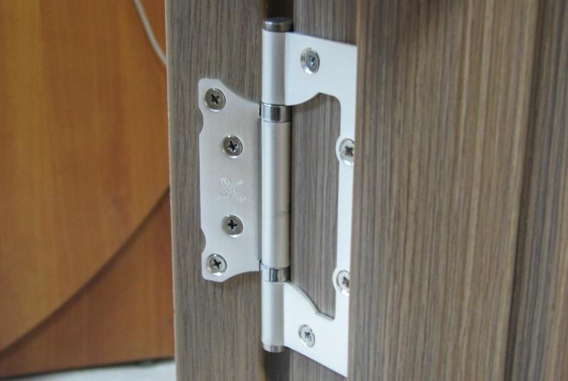 Монтаж петель на межкомнатные двери