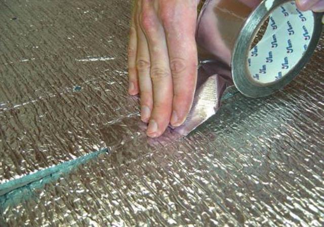 Соединение швов алюминиевым скотчем