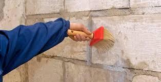 Нанесение грунтовки на стены. Технология