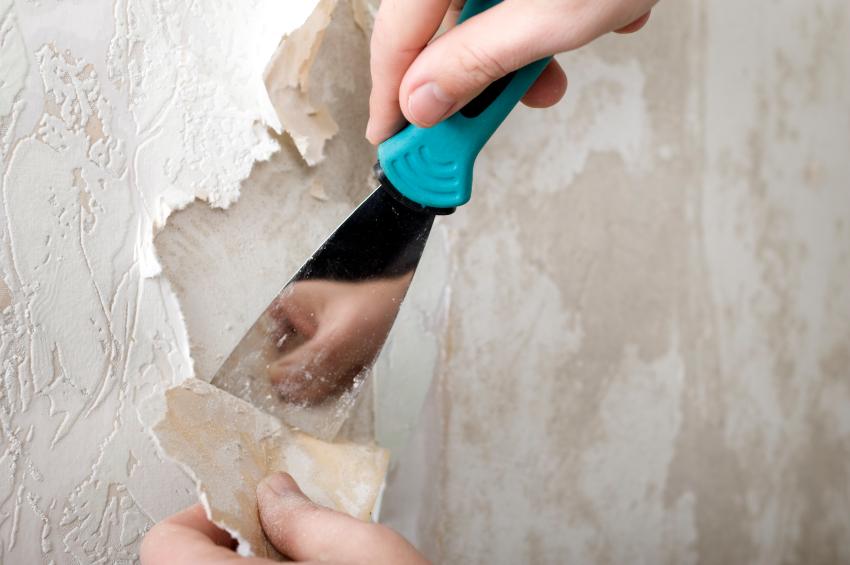 Очистка поверхности стены от старых материалов