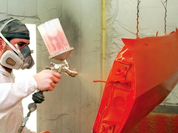 Покраска металла в красный цвет