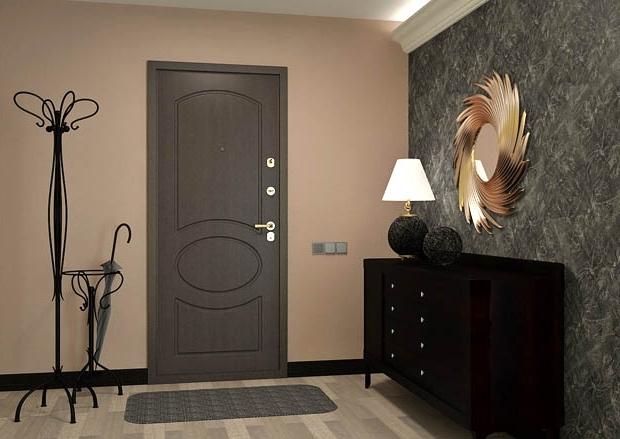 Красивый интерьер с металлической дверью
