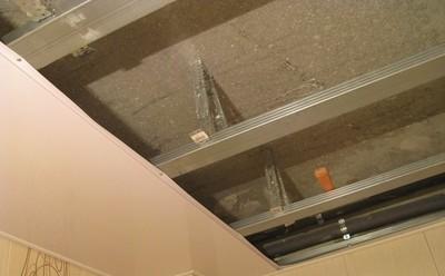 Как сделать обрешетку на потолок под панели 644