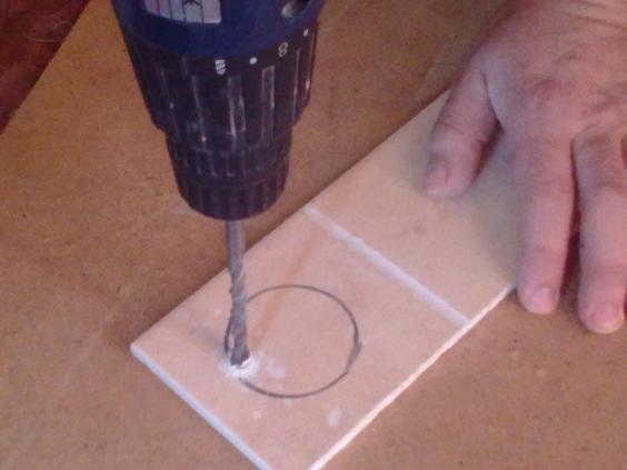 Сверление плитки обычным сверлом