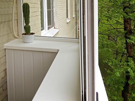 Пластиковый подоконник на балкон