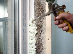 Запенивание швов окна ПВХ