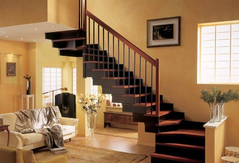 Темная деревянная лестница фото