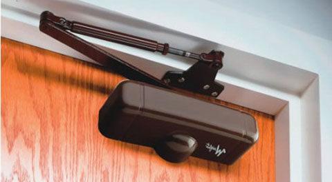 Как правильно установить доводчик и ручку на пластиковую дверь