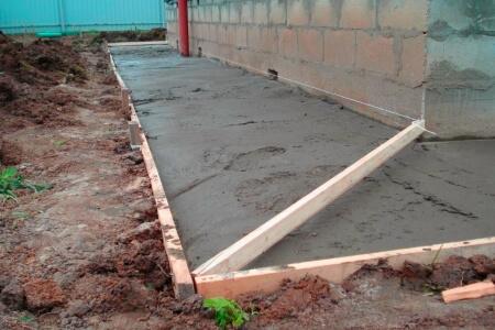 Заливка отмостки из бетона