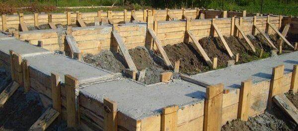 Как правильно залить фундамент под дом своими руками (видео)