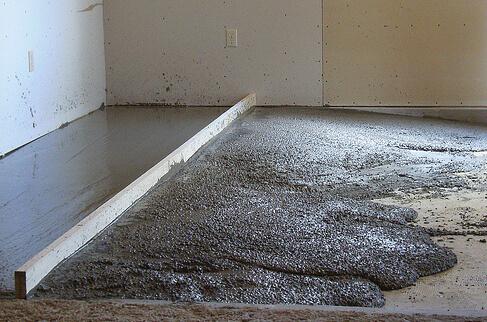 Заливка цементной стяжки