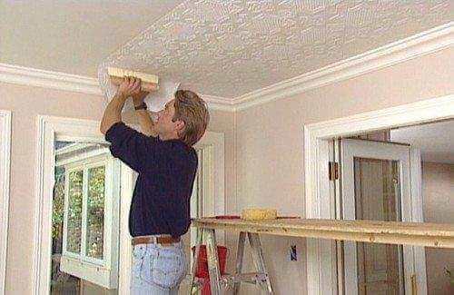 как поклеить обои под покраску на потолок