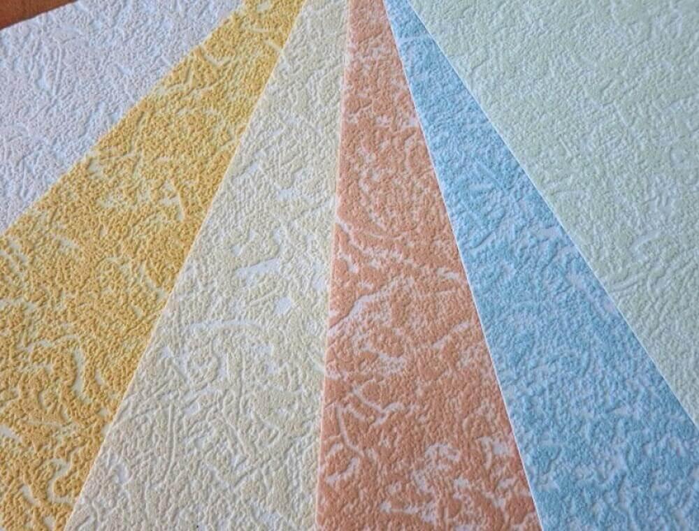 покраска потолка оклеенного обоями