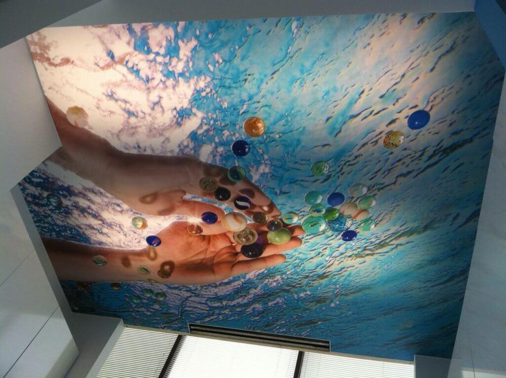 натяжные потолки в ванной 3д