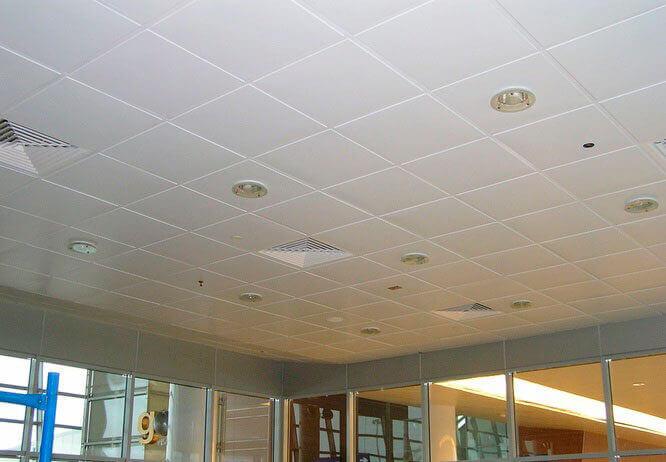 отделка потолка в новой квартире