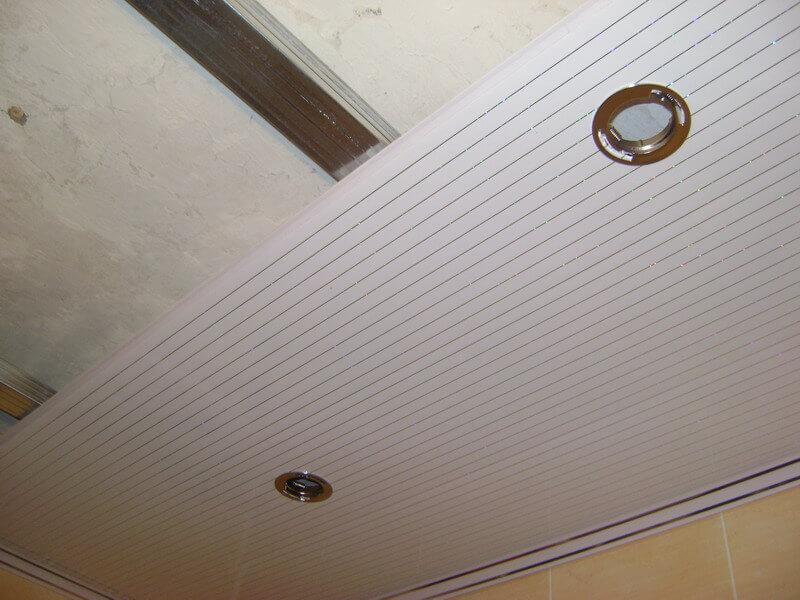 отделка ванной комнаты потолок пластиком