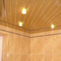 Отделка потолка в ванной пластиковыми панелями