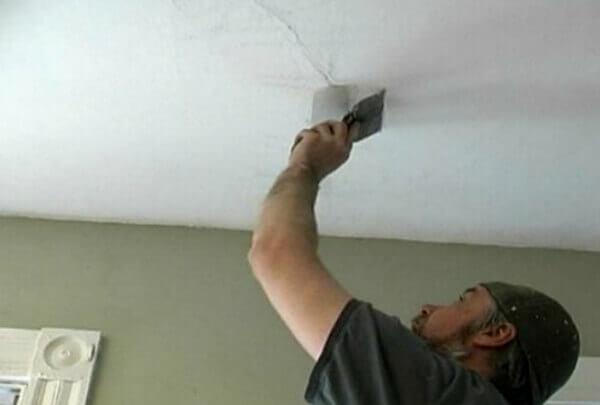 как очистить потолок от старой побелки