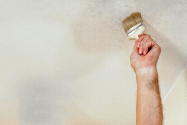 пятна на потолке после покраски как исправить