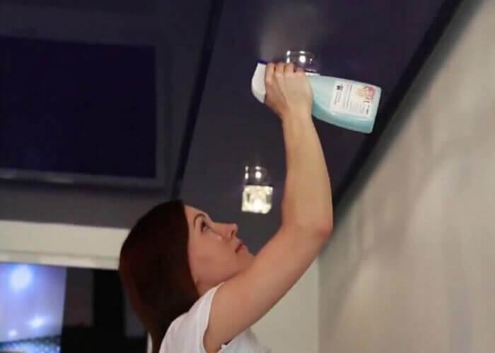 каким средством мыть натяжные потолки