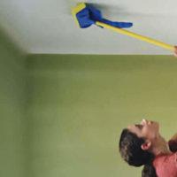 Как помыть пластиковый потолок – быстро, качественно и без разводов