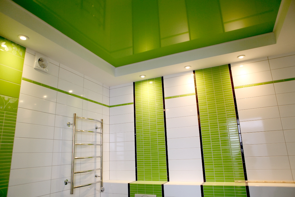 потолок в ванной варианты отделки