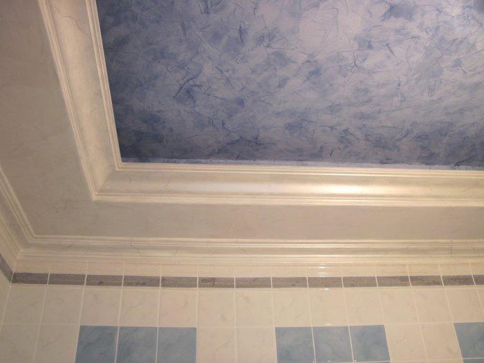 отделка потолка в ванной комнате своими руками
