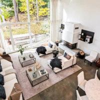 Дизайн комнаты с высоким потолком