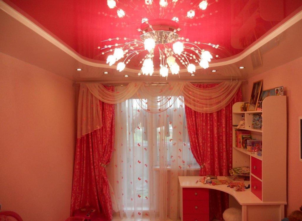 натяжные потолки красный цвет