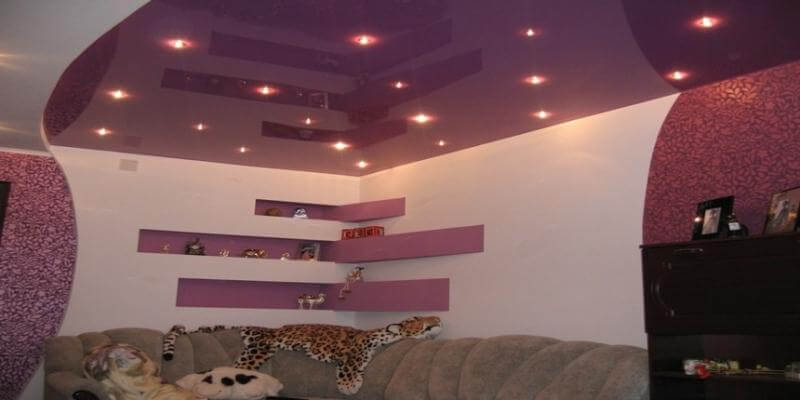 цвет потолка в гостиной фото