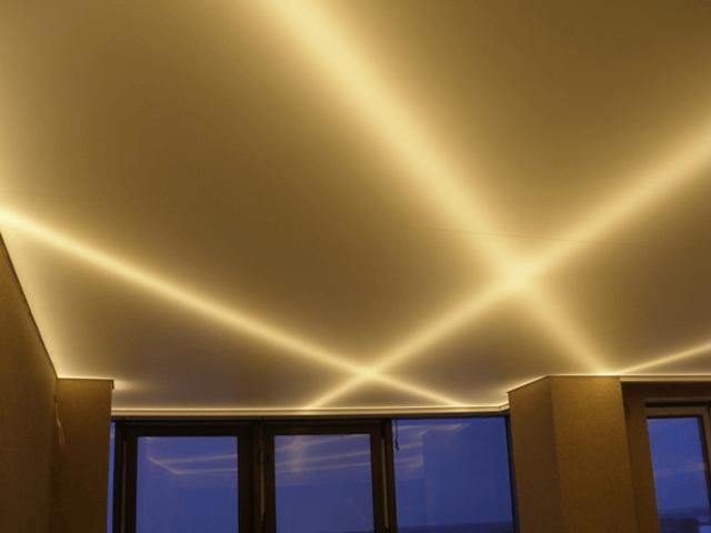 натяжные потолки золотистого цвета фото