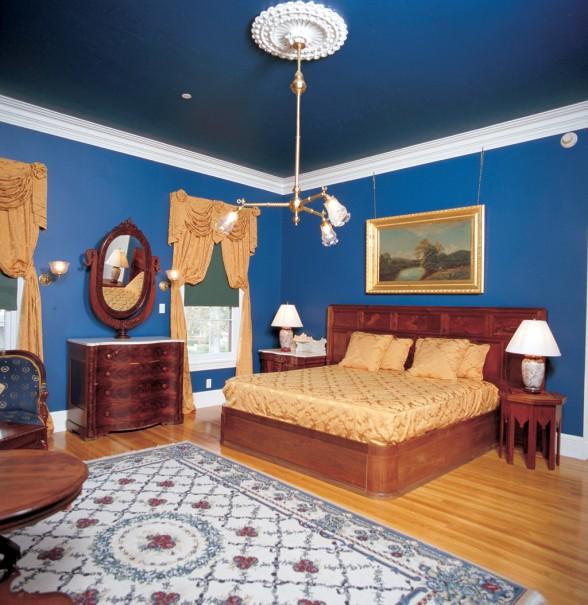 натяжной потолок синего цвета фото