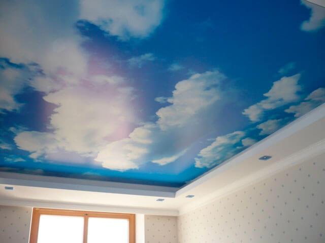 потолки голубого цвета