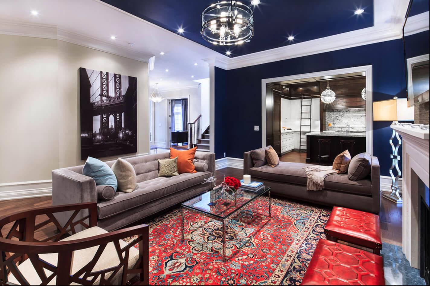 как выбрать цвет потолка в гостиной