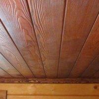 Оформляем потолок имитацией бруса