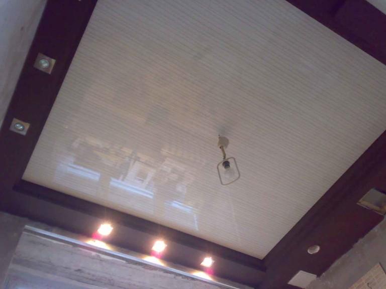 фигурный потолок из гипсокартона на кухне
