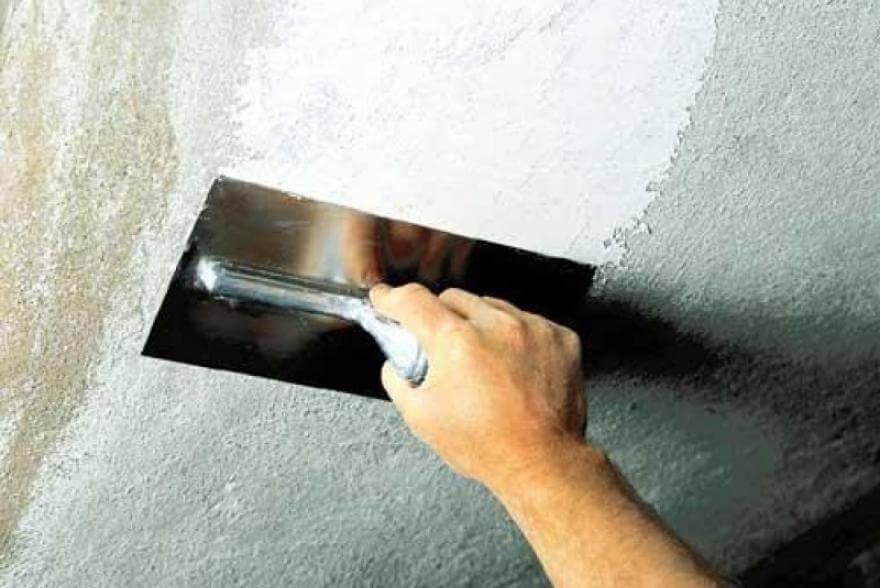 покраска потолка масляной краской