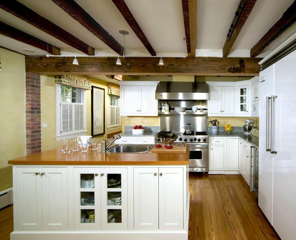 отделка потолка деревянными балками