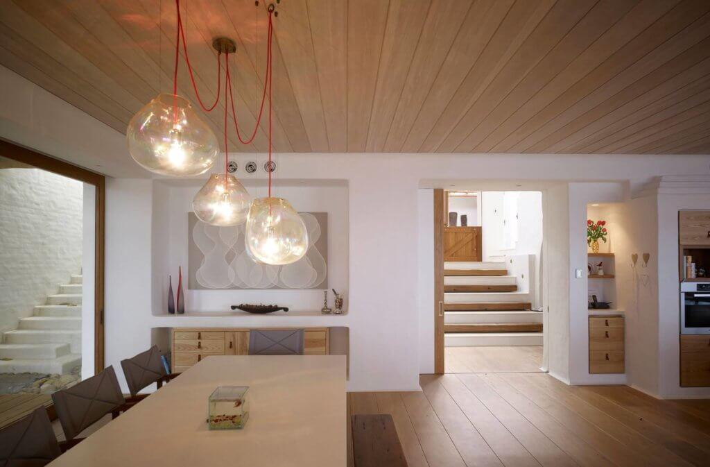 обшивка двухскатного деревянного потолка