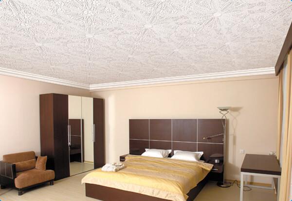 отделка потолка в спальне варианты фото