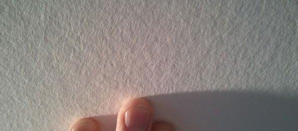 как клеить стеклохолст на потолок под покраску