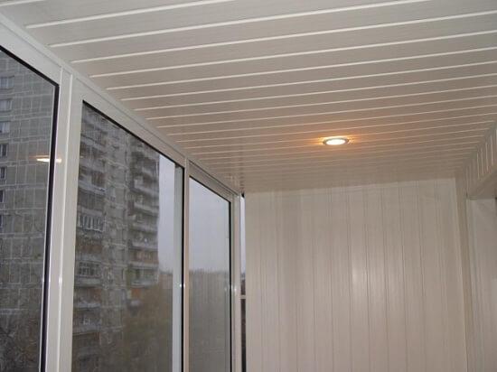 ремонт потолка на балконе фото
