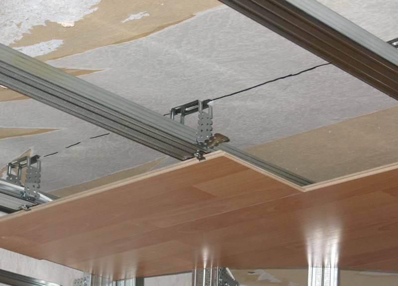 отделка потолка ламинатом современное и рациональное решение