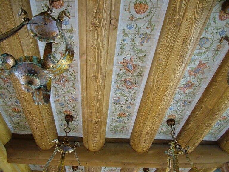 отделка потолка деревом в квартире